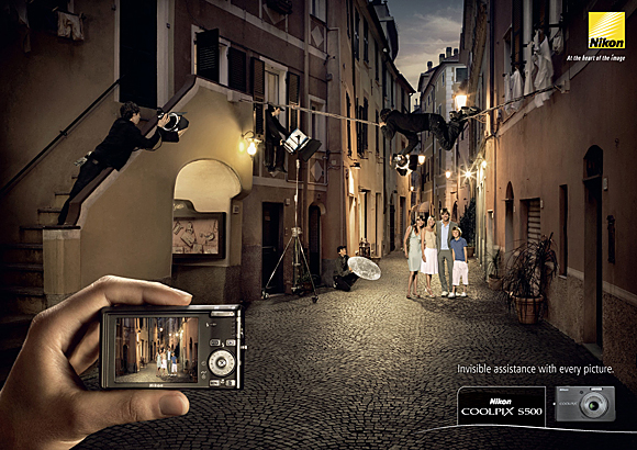 Reklama Nikon - Invisible assistance with every picture. Nikon Coolpix S500