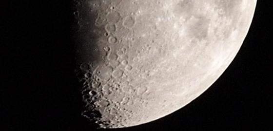 Mesiac fotený s E-P1