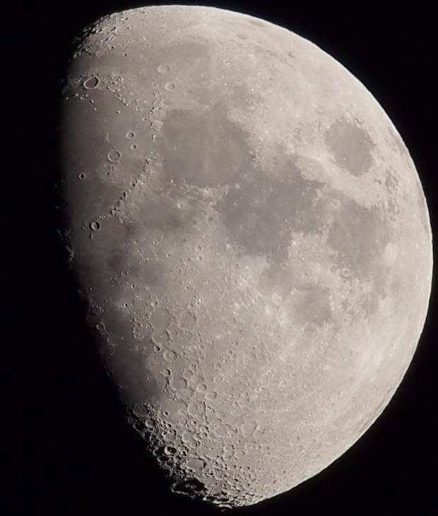 mesiac: mZuiko 75-300 mm